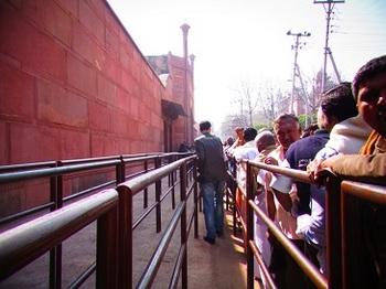 few people line.JPG